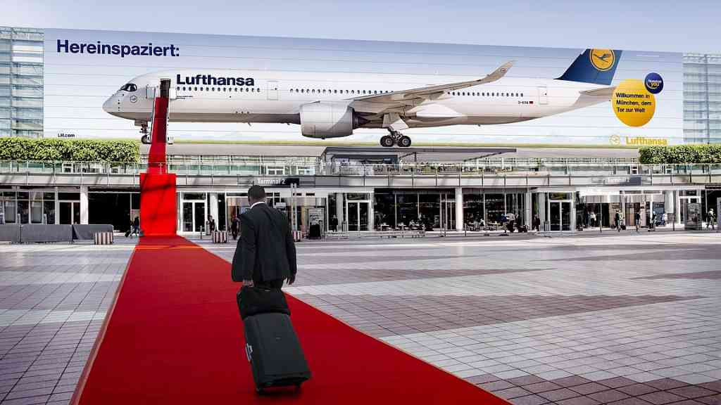 Hereinspaziert – Grösste Werbefläche in Deutschland für Lufthansa