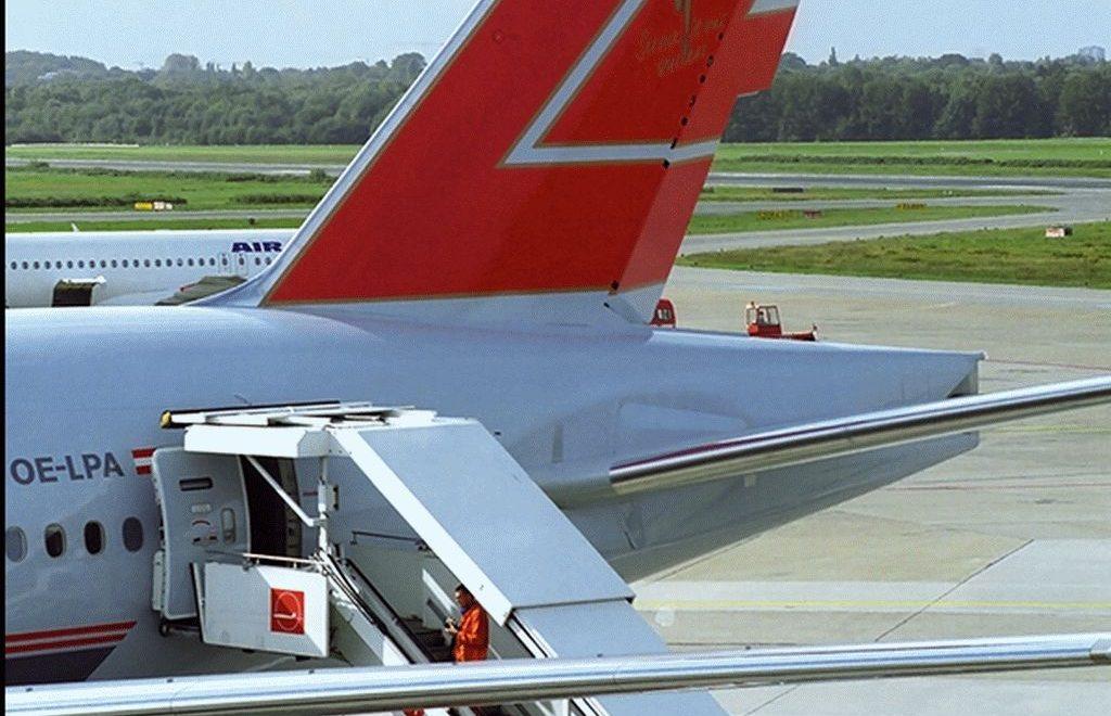Warum wird das Flugzeug auf der linken Seite geboardet?